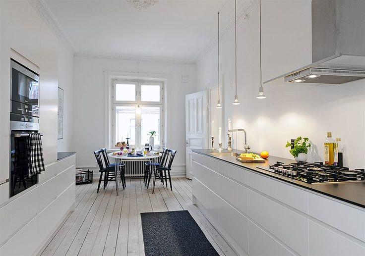 Lekkert kjøkken...whatever that says, I love the simplicity.