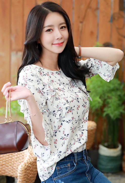 StyleOnme_Floral Print Bell Sleeve Ruffle Blouse #floral #bellsleeve #koreanfashion #kstyle #kfashion #blouse #ruffle #dailylook #seoul