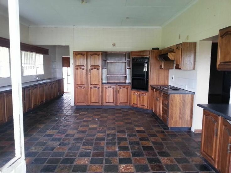 5 bed, 2 bath, entertainment room, Large Sitting and dining room, Kitchen with extended laundry, 2 Garage, maids quarters. Mostly tiled, carpets in 2 beds need attention. Please call Yolanda on 0763968005. Rental includes water and lights.