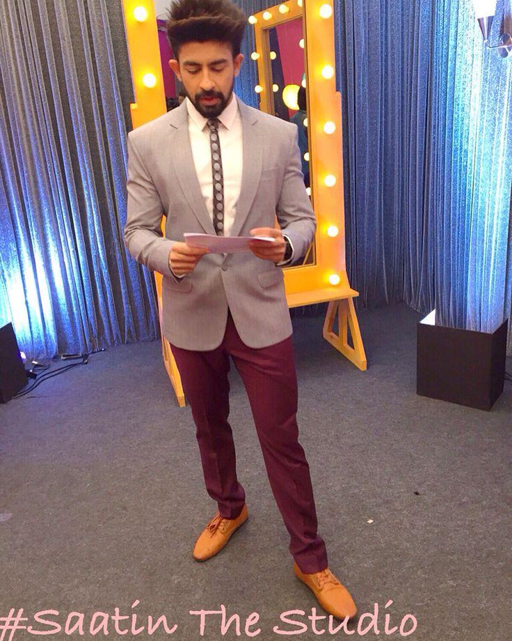 #saatinthestudio @satyamwaghela @tinadarira #styling  @Hussainkk12  as co-host #AajKiRaatHaiZindagi #akrhzonstarplus with one and only @SrBachchan @StarPlus #hussainkuwajerwala #amitab  #newlook #HussuWithbigB #Bollywoodstyle #smart #look #smartcasuals #mensfashion #menswear #lookbook #tailormade #gentlemansfashion #suits #styleformen #moderngentlemen #suitandtie #inspirationsstyle #inspirationsluxury #instamen #classymen #gentlemansbespoke #mensweardaily #outfitoftheday #fashionblogger…