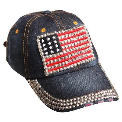 Jeans kasket med USA flag og nitter 149,-Cool jeans cap med nitter og Stars and Stripes. USA kasketten har det helt rigtige bling, bling look. Nitterne danner de hvide striber i det Amerikanske flag og ligger som perler på snor rundt i skyggen. Bagpå har denim kasketten en justerbar strop, så den nemt kan reguleres efter hovedstørrelse.  Kasketten er one-size og kan bruges af både børn som voksne.