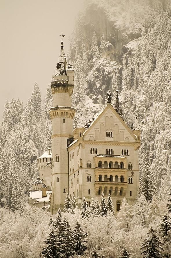 Neuschwanstein Castle, Germany.   I wish to visit, it looks incredible!Sleep Beautiful, Walt Disney, Snow, Winter Wonderland, Neuschwanstein Castles, Places, Bavaria Germany, Fairies Tales