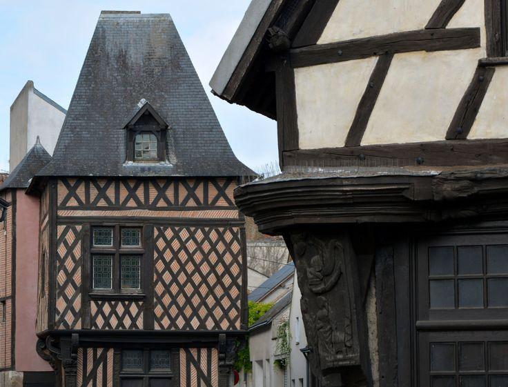 Le Carroir Doré. Maisons à pans de bois à garniture de torchis et briques XVIème s.