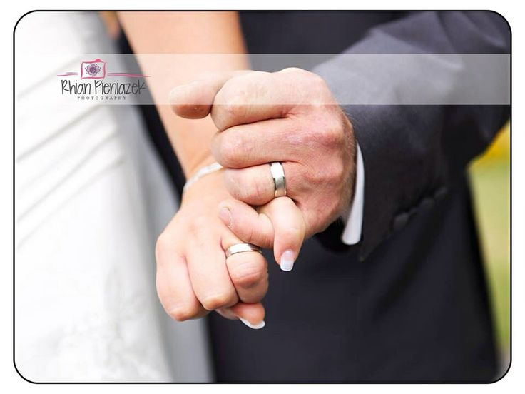 Wedding rings. Rhian Pieniazek Photography.