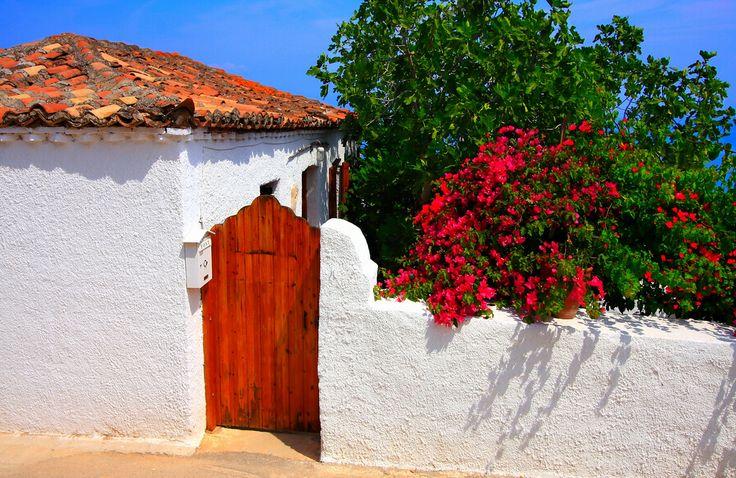 Facade, Agistri island