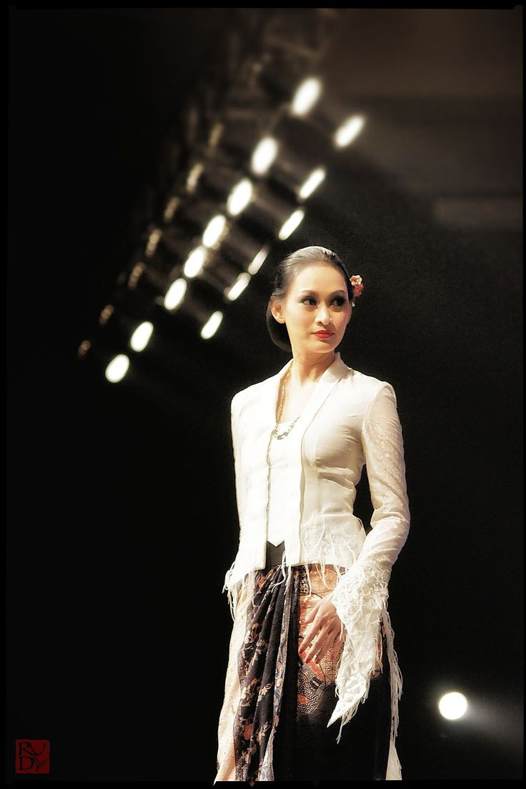 Obin in Langgam Tiga Hati - Bazaar Fashion Concerto Ritz-Carlton at The Pacific Place, Jakarta