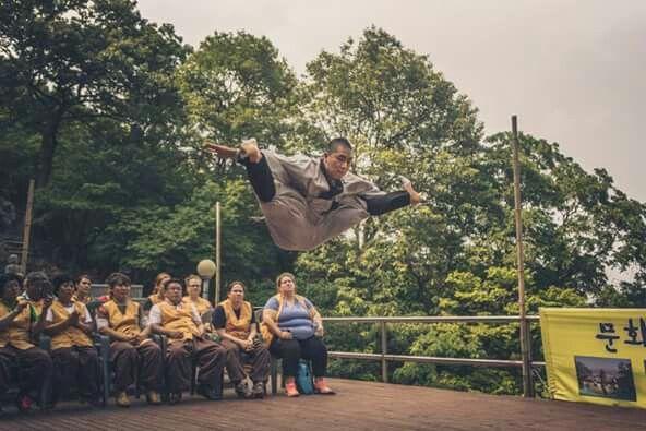 Sunmudo - Korean Zen   Dynamic split kick