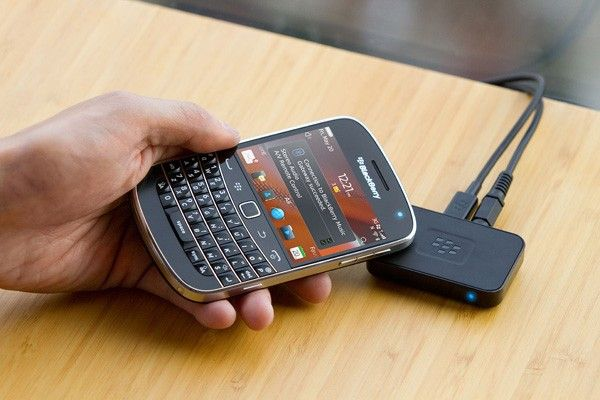 BlackBerry Music Gateway streams audio over Bluetooth, pairs with NFC for RIM-made remote control