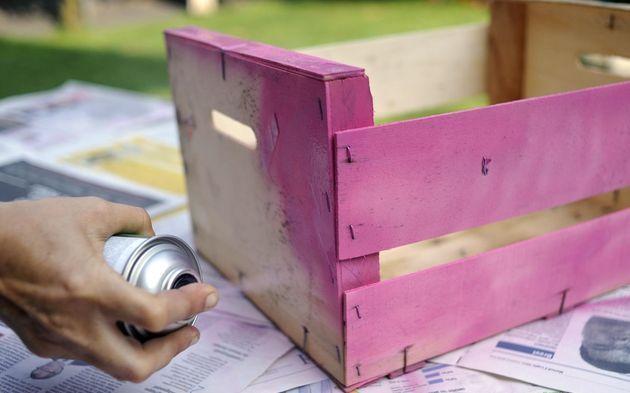 Per realizzare una fioriera con una cassetta di legno per la fruttaè molto semplice e non ha alcun costo. Se vogliamo decorare il nostro balcone,