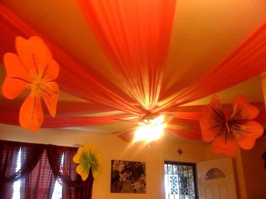 Hawaiian luau ceiling flowers...like the toule on the ceiling too