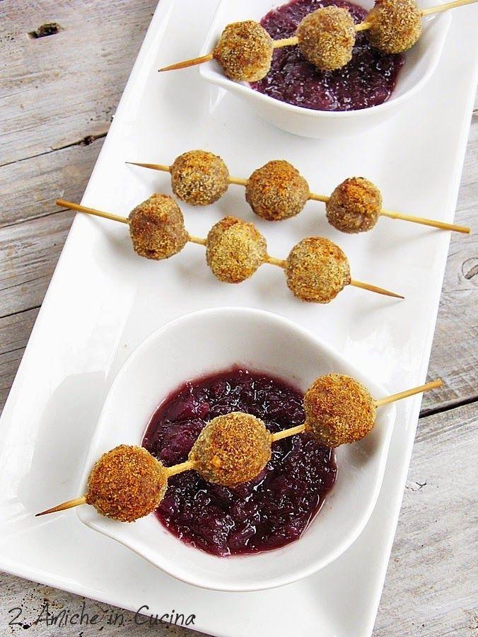 2 Amiche in Cucina: Polpettine Piccanti con Salsa di Cipolle e Vino al Miele