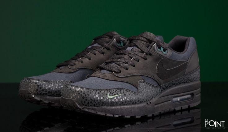 Zapatillas Nike Air Max 1 Bonsai, ya tenemos disponible en la #tiendaonline de #zapatillasneakers #ThePoint la nueva entrega #premium del modelo de zapatillas #retrorunning #NikeAirMax1 esta vez presentada en el colorway #Bonsai que se presenta en tonalidades grises y negras con algunos detalles en verde, visita#ThePointSelectedSneakers y hazte con tu par de #zapatillasNike para esta #PrimaveraVerano2016…