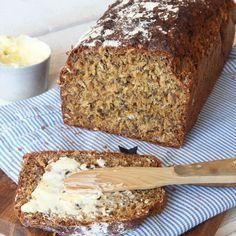 Delikat, lättbakad limpa med rågmjöl och linfrön i degen. Den behöver inte jäsa och går fort att göra!