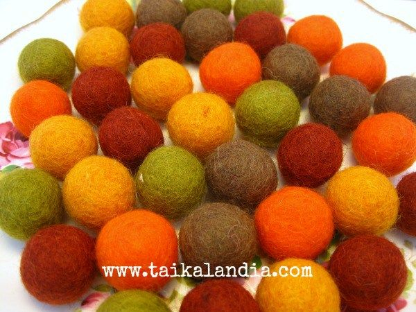 How to make felt balls. In this very easy tutorial you will learn how to make felted balls for your crafts and jewelry making. Lot of photos .