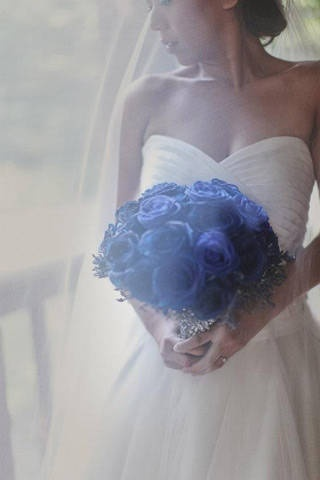 Blue roses and violet rice flowers made up this bride's beautiful bouquetTardis Blue, Blue Flowers, Wedding Flowers, Something Blue, Violets Rice, Rice Flower, Blue Roses
