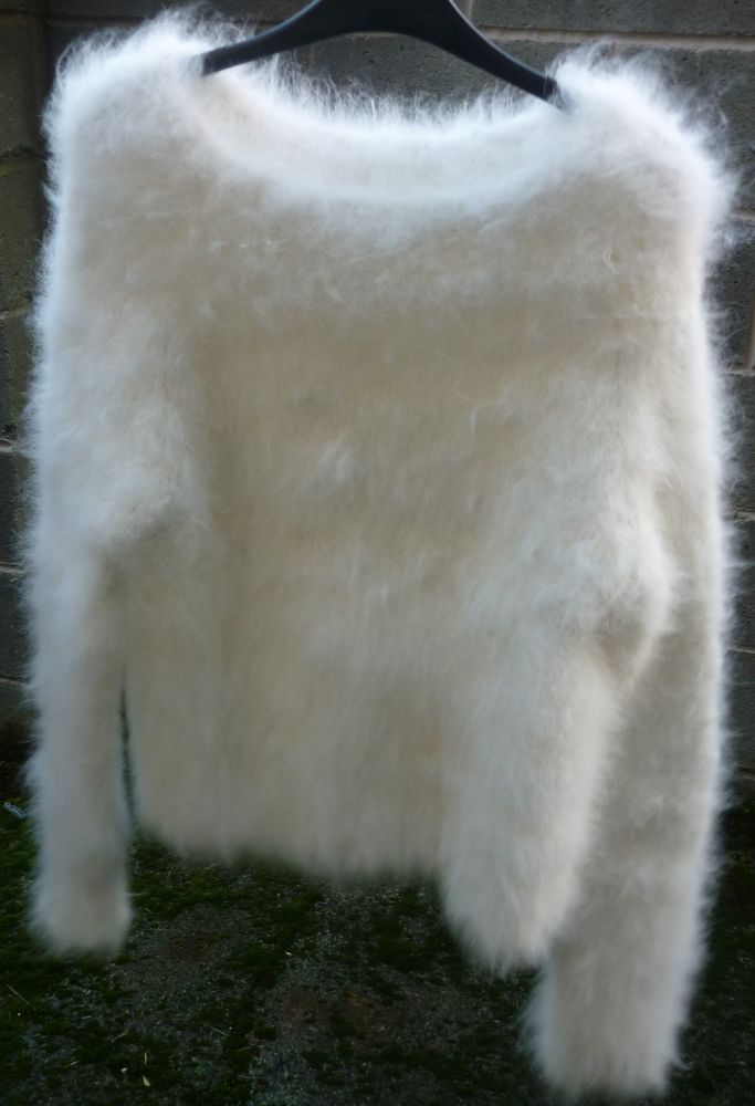 FABULOUS Hand Knitted Fluffy Soft Fur Angora Sweater Jumper in  SNOW WHITE  36