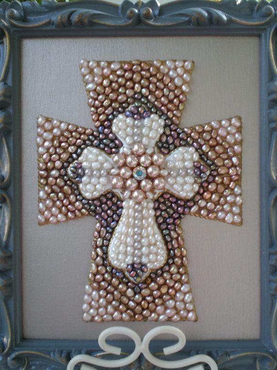 Mothers Day Sale-Decorative Pearl Cross por MissigirlDesigns