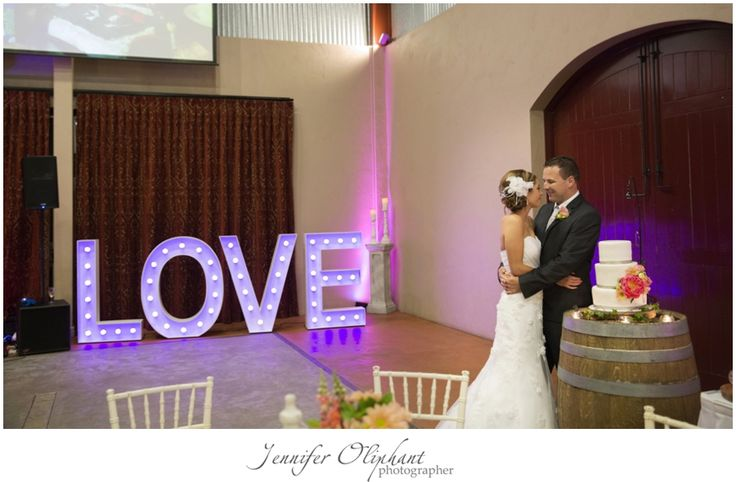 Amanda and Aaron's rustic-style wedding at Flaxton Gardens, Sunshine Coast Hinterland. Photography by Jennifer Oliphant.