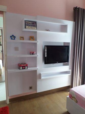 Panel TV di kamar tidur anak untuk proyek rumah tinggal di Bumi Serpong Damai, Tangerang Selatan, Banten