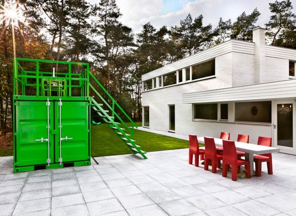 Dům od Studia Job. Design: D. L. Sterengerg.