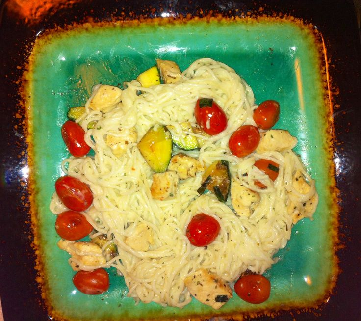 Chicken & Veggie Alfredo Somen noodles, McCormick Creamy Alfredo sauce, tomatoes, zucchini, chives, and chicken.