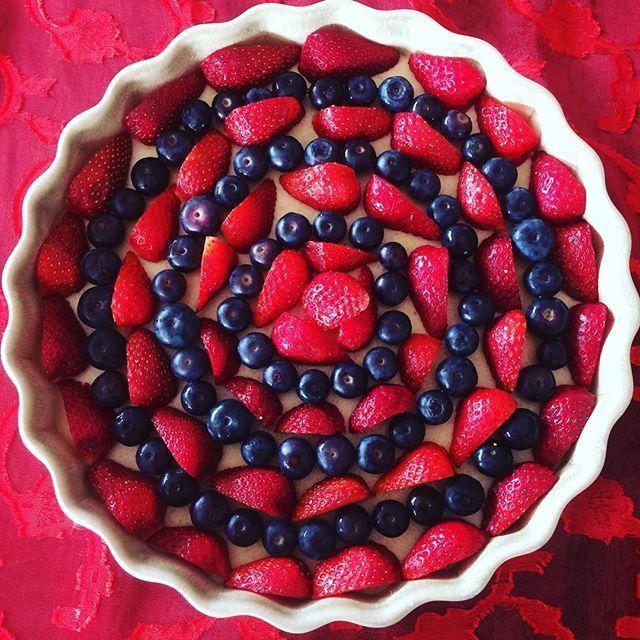 Summer fruit tart for Christmas dessert  recipe ~ http://begoodorganics.com/blogs/subscriber-only-recipes/75711685-summer-fruit-tart