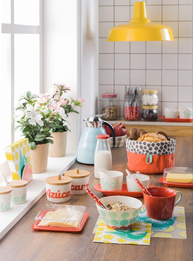 Todo lo necesario para disfrutar de un buen desayuno cada día está en Casaideas. Ven por nuestras paneras, mermeladeros, azucareros y demás accesorios para complementar tu mesa a diario.