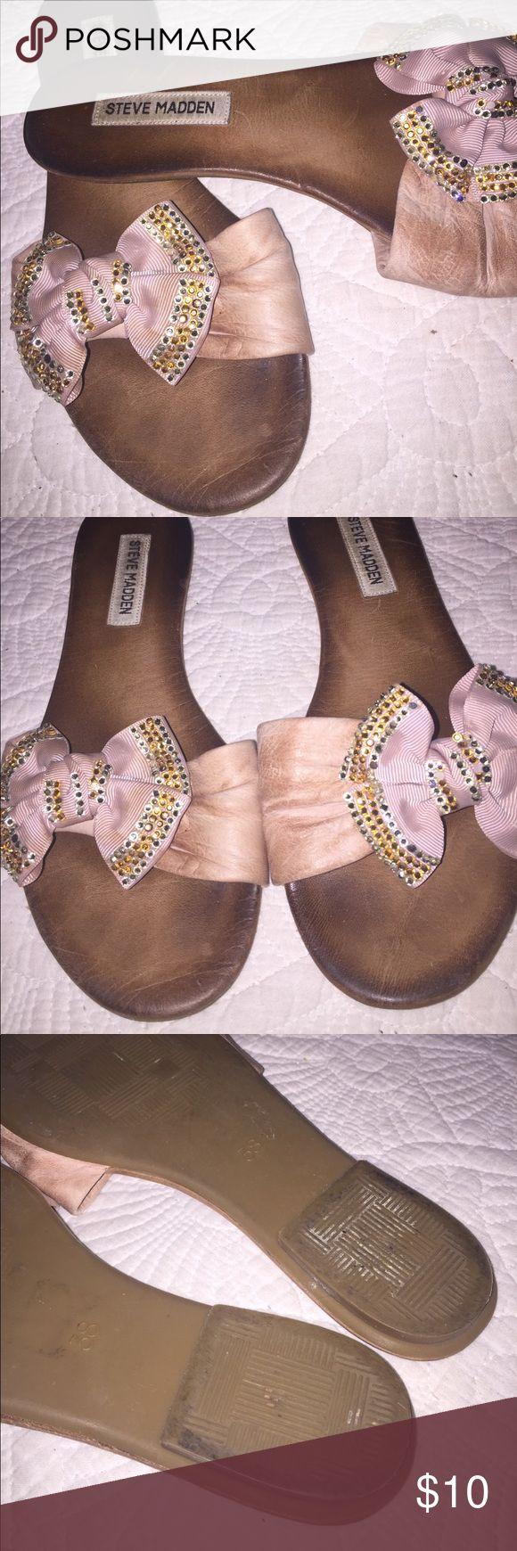 Steve Madden Bow Flip Flops Used but still lots of life yet. Super comfy Steve Madden Shoes Flats & Loafers