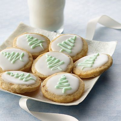 Try decorating these Spiced Ginger Shortbread Rounds and they're sure to disappear from the cookie exchange quick!