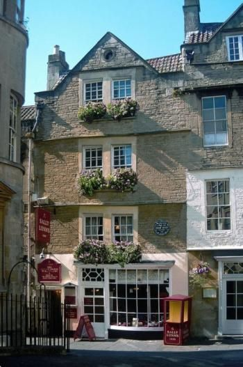 Facade of Sally Lunn's House. One of Bath's oldest houses and home of the Sally Lunn bun.  A historic building in the centre if the city of Bath, Somerset, ENGLAND.  (1882)