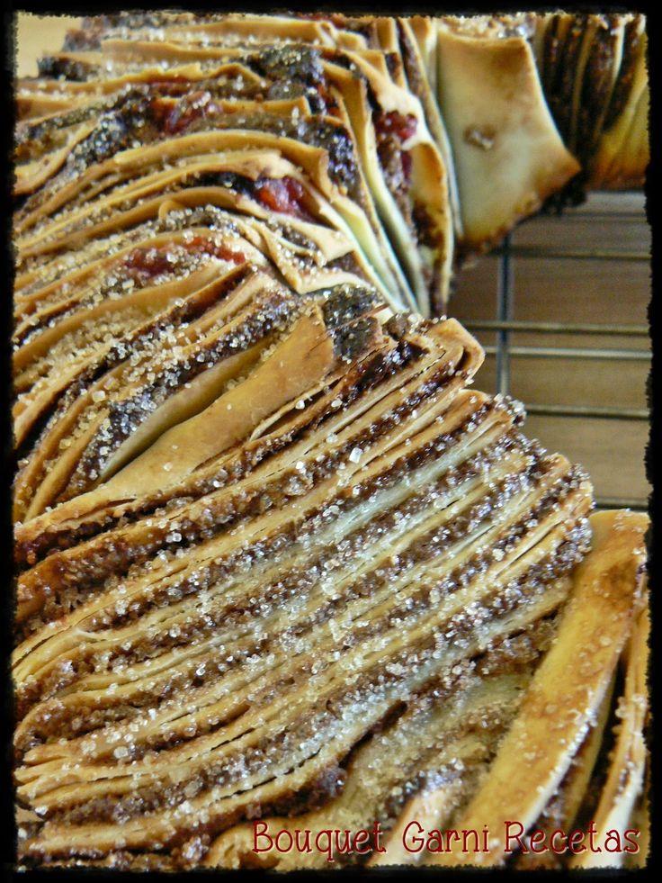 Bouquet Garni Recetas: Rosca de Reyes diferente (hojaldrada, con relleno de almendras, nueces, cacao, ralladura de naranja, azúcar, cerezas y Cognac).