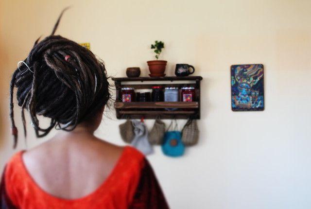 Деревянная полка для баночек с вареньем Wood & Jam. т. 093 680-22-44. Купить в Украине вы можете в мастерской изделий из натурального дерева Beaver's Craft - мебель, декор, аксессуары и деревянные принадлежности для дома, бара, пикника
