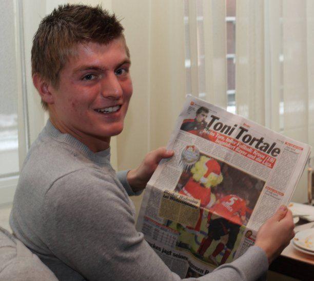 Gibt es bald die Toni-Kroos-Universität?  Hannes Nehls, Ihre Hochschulgruppe »Die PARTEI« will die Universität Greifswald nach Nationalspieler Toni Kroos benennen. Wie ist der Stand der Diskussion?