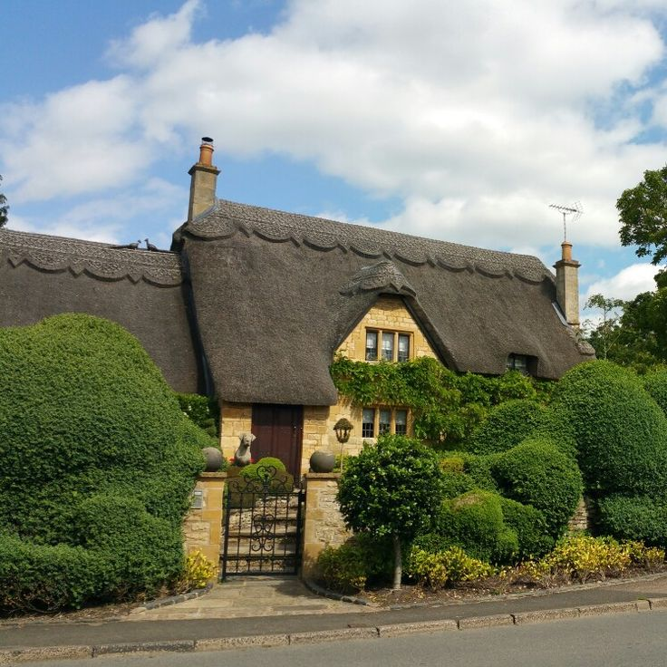 Cotswolds thatched cottage