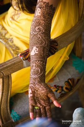 Real Indian Weddings - Inderpreet and Robinder | Intricate Bridal Hand Mehendi Design with Tabla Design and Bride and Groom Caricatures | WedMeGood Picture Courtesy: Divishth Kakkar Photography #wedmegood #realweddings #mehendi #calicature #designs
