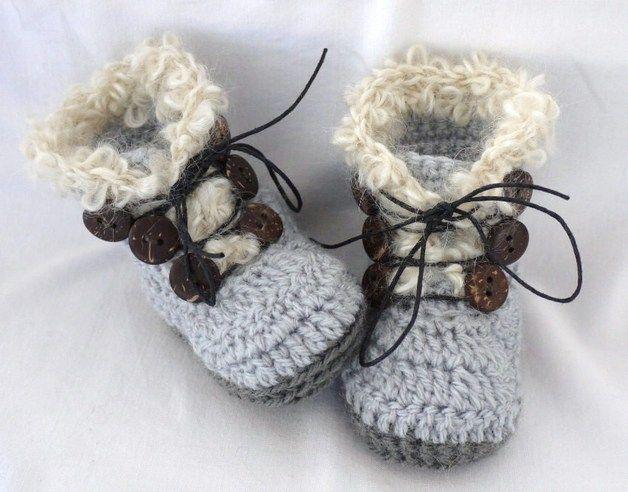 Gebreide & gehaakte schoenen - Stoere Gehaakte Baby Laarsjes - Een uniek product van TitferDesigns op DaWanda