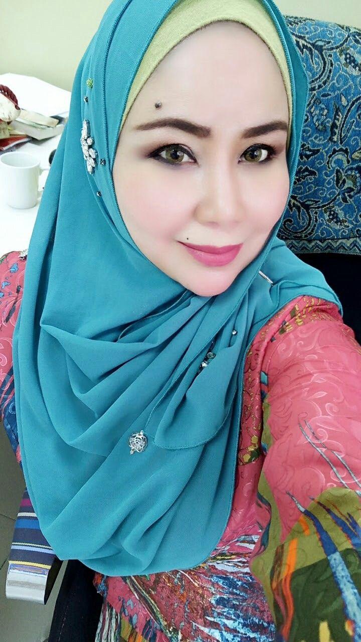 Dulu pake pasmina hijab menurutku ribet, licin jadi males
