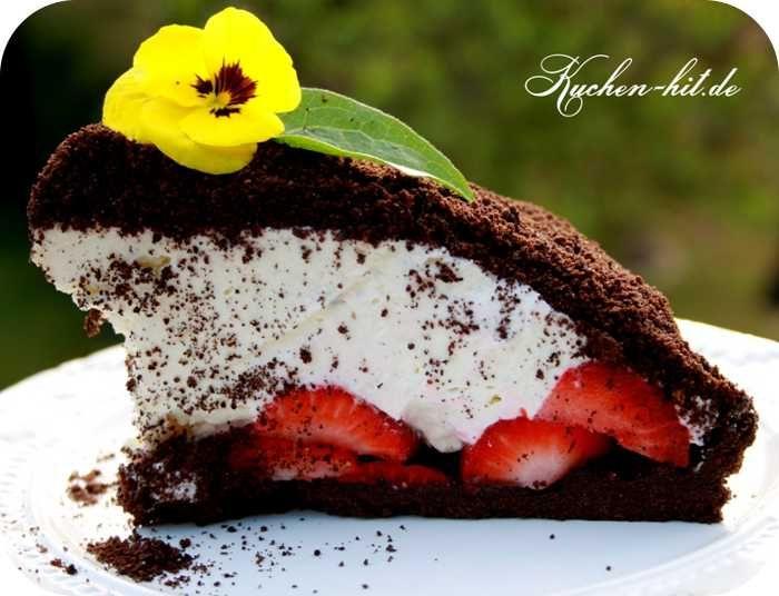 Maulwurfkuchen Rezept – ein schneller und ausgefallener Kuchen ohne Backen mit Oreo Keksen und Erdbeeren.