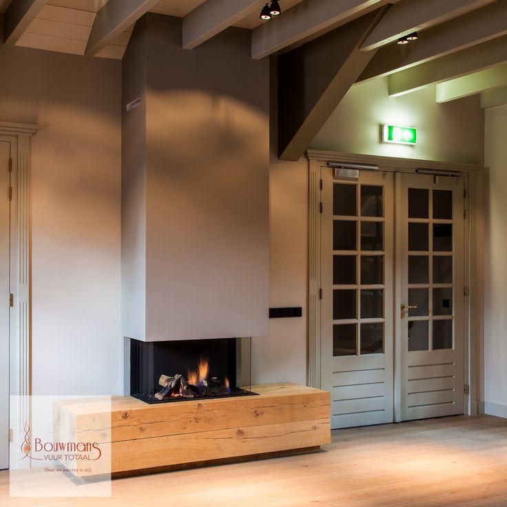 In de leeszaal van een bedrijf plaatsen wij de Dru Lugo 80/3 inclusief ons eigen ontworpen eiken houten meubel. Deze onderbouw zorgt voor een extra landelijke uitstraling, die hoort bij het pand waar we deze gaskachel geplaatst hebben. Uiteraard hebben we bij het ontwerp gezorgd dat we in geval van service makkelijk bij de techniek van de gaskachel kunnen.