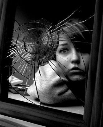 La Passion des Poèmes :: Poèmes tristes :: Le miroir est cassé...