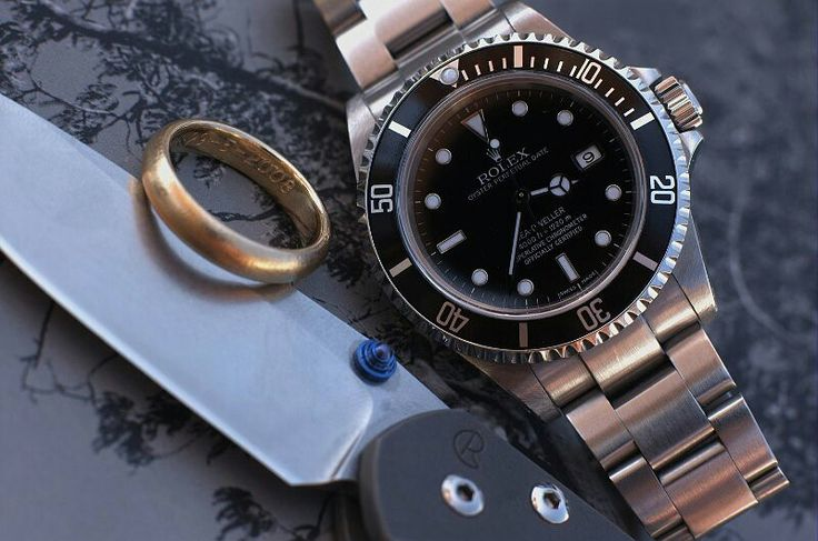 Old photo My first second Rolex. Got it form @martinissing way back. Now many watches later i still think this Rolex dweller is a perfect toolwatch.  And beside a good watch a good pocket knife is needed. And this was before i got my @ansoknives little knife. I had this #chrisreeve #sabenza .  #rolex #dweller #sabenza #chrisreeve #watchporn #mondani #usedwatch #secondhand #toolwatch