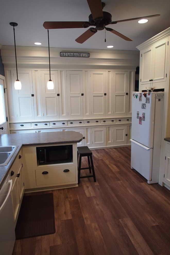 Plank Style Kitchen Cabinets Kitchen Cabinet Styles Kitchen Styling Kitchen Cabinets