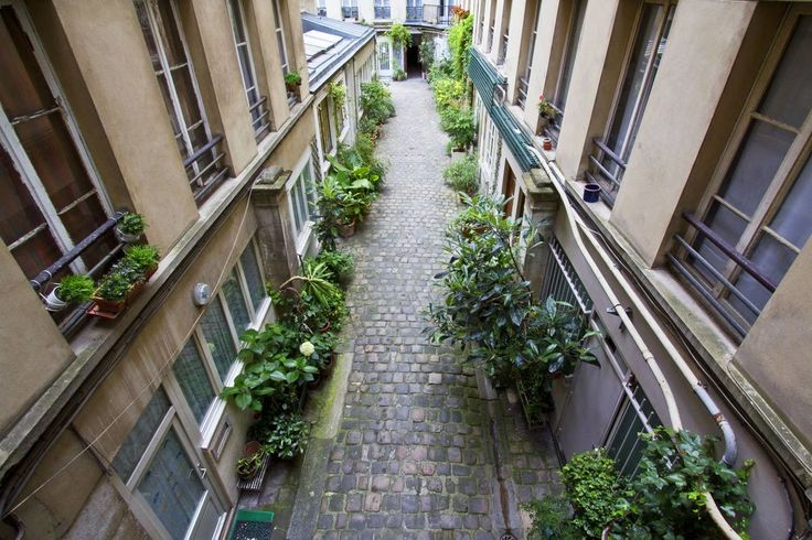 Paris 2e - Rue Greneta, cour intérieure .