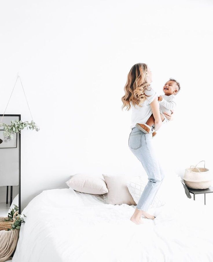 7 signs you're parenting right, according to a clinical psychologist 1. Your child displays a range of emotions in front of you.