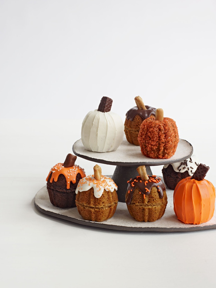 Mini Pumpkin Cakes #pumpkin #halloween #fall