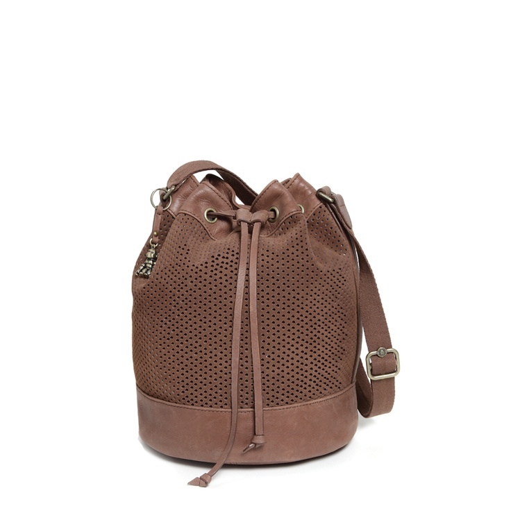 Uzimi L, a fabulous drawstring bag >> http://www.kipling.com/shop-by-collection/vintage-leather/uzimi-l.html?show_img=K1705871700+999