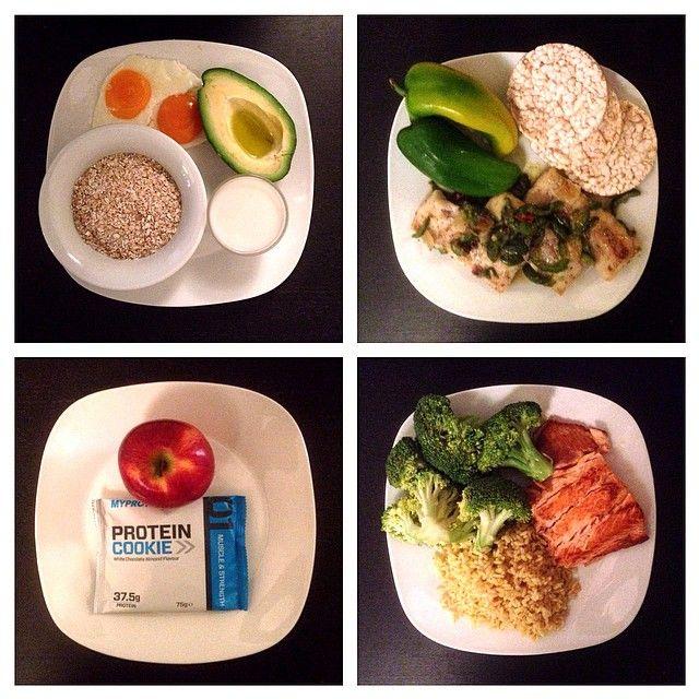 Volete un'idea su cosa cucinare per rimanere in forma ? Ecco una mia giornata tipo : COLAZIONE : uova + fiocchi di grano saraceno + avocado + latte di riso. PRANZO : pollo alla piastra + peperoni verdi + gallette di riso integrali. MERENDA : snack proteico myprotein + 1 mela. CENA : salmone alla piastra + broccoli + riso parboiled al curry piccante. www.roberto-vecchi.com