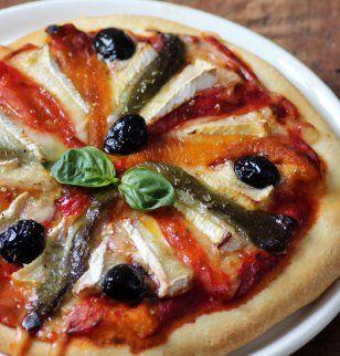 PIZZA DE PIMIENTOS Y QUESO CAMEMBERT (Pizza aux poivrons et au camembert de Normandie AOP)