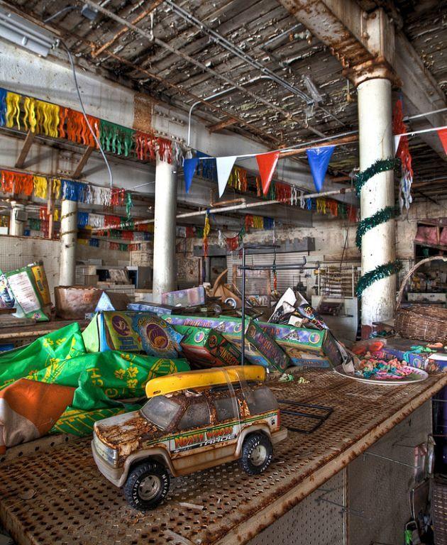 toy-shop-abandoned-3