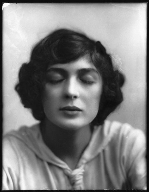 Julia James, 1912 (Alexander Bassano) - 10s - vintage #digitaladalkullan
